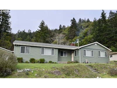 Gold Beach Single Family Home For Sale: 94465 Myrtle Acres