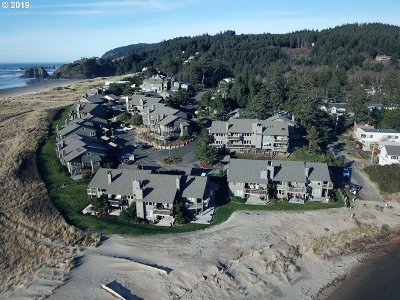 Cannon Beach Condo/Townhouse For Sale: 452 Breakers Point Condo #452
