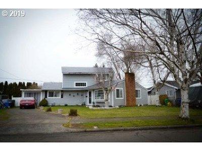 Single Family Home For Sale: 12231 NE Stanton St