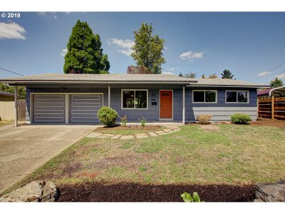 Milwaukie Single Family Home For Sale: 5147 SE Mason Ln