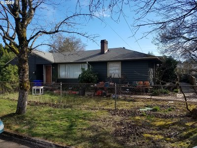Portland Single Family Home For Sale: 2116 SE 120th Ave