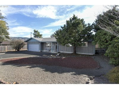 Single Family Home For Sale: 607 Village Terr