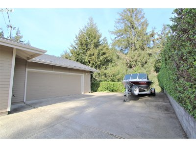 North Bend Single Family Home For Sale: 2595 Brussells