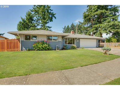 Portland Single Family Home For Sale: 1025 SE 169th Ave
