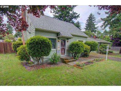 Portland Single Family Home For Sale: 10840 NE Beech St