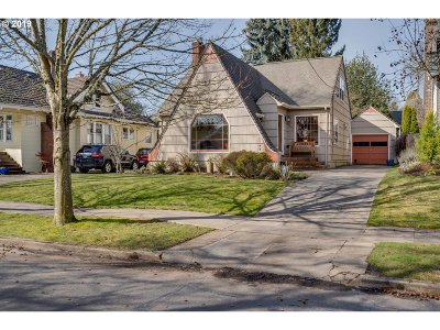 Portland Single Family Home For Sale: 7707 SE 19th Ave