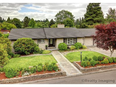 Portland Single Family Home For Sale: 7880 SW Westgate Way