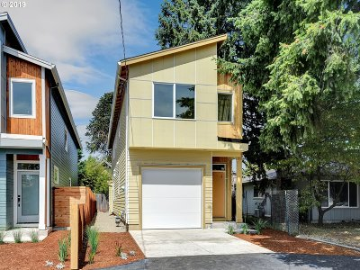 Portland Single Family Home For Sale: 9139 SE Oak St