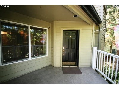 Lake Oswego Condo/Townhouse For Sale: 5054 Foothills Dr #E