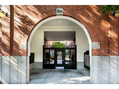 Northwest Heights, Pearl, Old Town, Arlington Heights, Sylvan Highlands, Sylvan, Highlands, Forest Heights Condo/Townhouse For Sale: 1009 NW Hoyt St #215