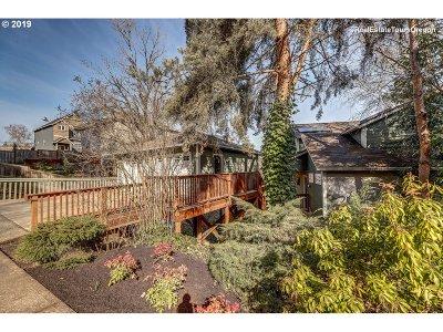 West Linn Single Family Home For Sale: 2679 Gloria Dr