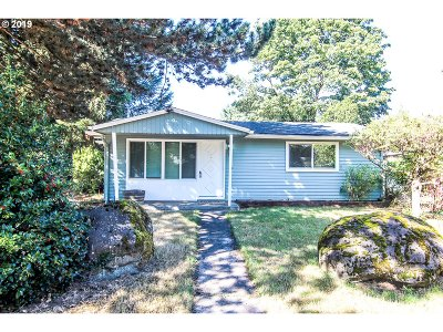 Portland Single Family Home For Sale: 1835 SE 143rd Ave