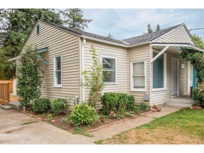 Multnomah County Multi Family Home For Sale: 3230 SE 127th Pl