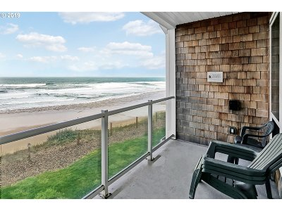 Lincoln City Condo/Townhouse For Sale: 1723 NW Harbor Ave #16