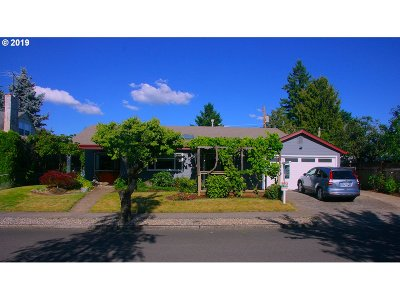 Portland Single Family Home For Sale: 2030 SE 100th Ave