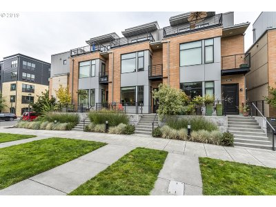Portland Condo/Townhouse For Sale: 1652 NW Riverscape St