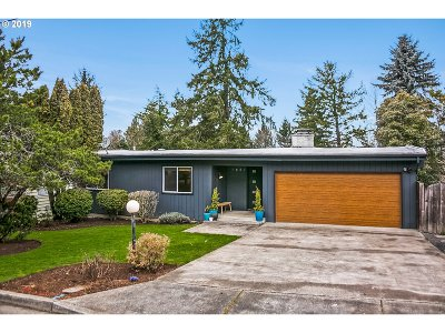 Lake Oswego Single Family Home For Sale: 1651 Larch St