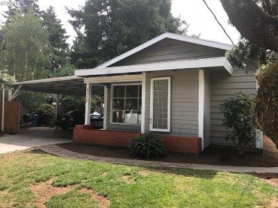 Portland Single Family Home For Sale: 5516 SE Steele St