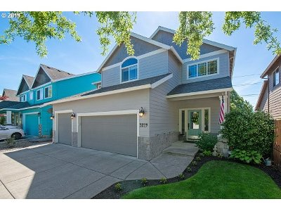 Newberg Single Family Home For Sale: 3219 Antonia Way
