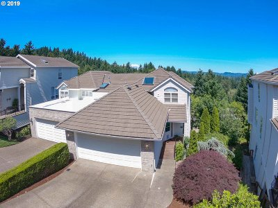 Lake Oswego Single Family Home For Sale: 20 Northview Ct
