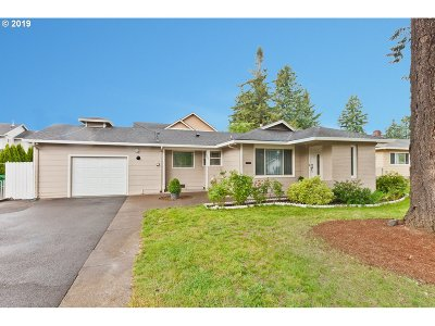 Portland Single Family Home For Sale: 2207 SE 130th Ave