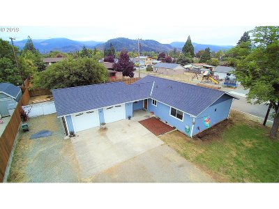 Riddle Single Family Home For Sale: 621 E Fourth Ave