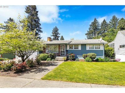 Milwaukie Single Family Home For Sale: 12005 SE 36th Ave
