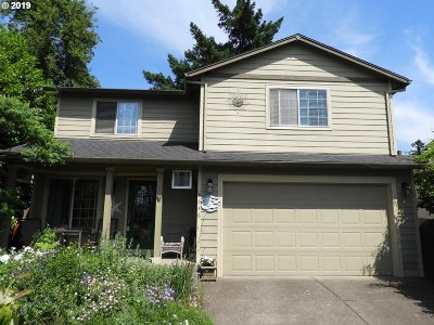 Milwaukie Single Family Home For Sale: 8646 SE 28th Ave