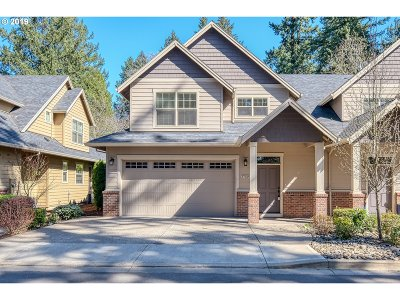 Lake Oswego Single Family Home For Sale: 17620 Sydni Ct