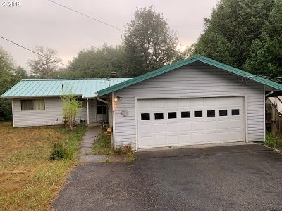 Coquille Single Family Home For Sale: 56778 Myrtle Terrace Rd