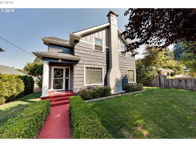 Clackamas County Single Family Home For Sale: 379 SE 2nd Ave