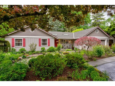Lake Oswego Single Family Home For Sale: 79 Tanglewood Dr