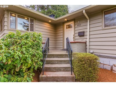Portland Single Family Home For Sale: 3903 SW Marigold St