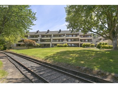 Condo/Townhouse For Sale: 5250 SW Landing Dr #210B1