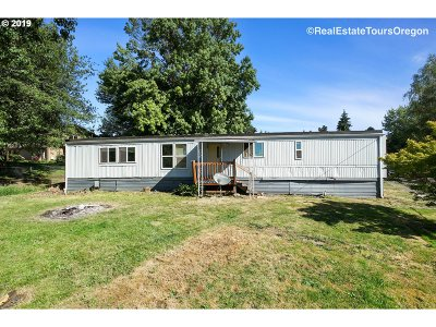 Dundee Single Family Home For Sale: 906 SW Alder St #48