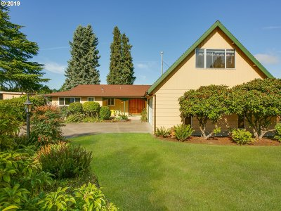 Milwaukie Single Family Home For Sale: 15055 SE Bevington Ave