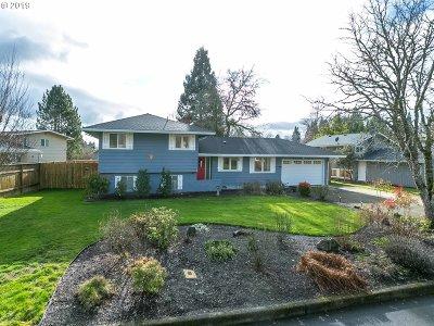 Hillsboro Single Family Home For Sale: 942 NE Darnielle Dr