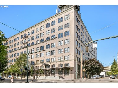 Condo/Townhouse Pending: 1420 NW Lovejoy St #321