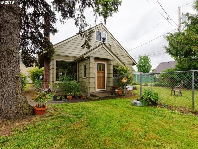 Single Family Home For Sale: 9121 SE Lincoln St