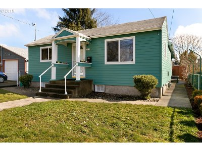 Portland Single Family Home For Sale: 5604 SE 57th Ave