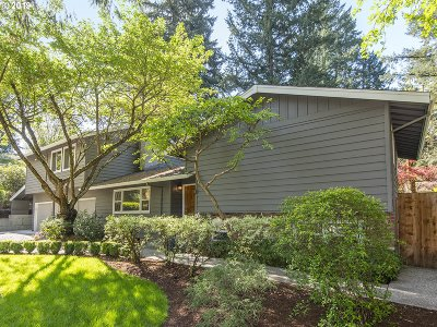 Lake Oswego Single Family Home For Sale: 14867 Twin Fir Ct