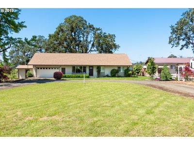 Roseburg Single Family Home For Sale: 195 Cedrus Ln