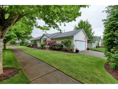 Newberg Single Family Home For Sale: 800 E Foothills Dr