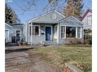 Medford Single Family Home For Sale: 728 Newtown St