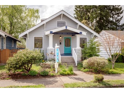 Portland Single Family Home For Sale: 2233 SE 43rd Ave