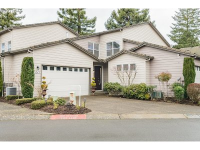 McMinnville Condo/Townhouse For Sale: 1317 NW Oakmont Ct