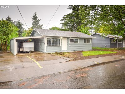 Portland Single Family Home For Sale: 10106 SE Schiller St