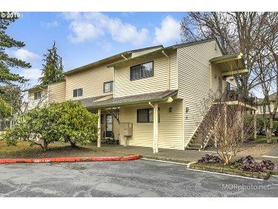 Portland Condo/Townhouse For Sale: 389 N Hayden Bay Dr