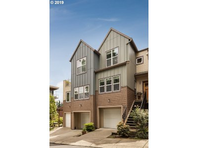 Portland Condo/Townhouse For Sale: 7909 SW 31st Ave #2