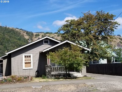 Roseburg Single Family Home For Sale: 1516 SE Mill St